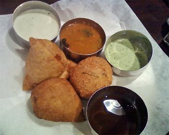Udupi_samosa_and_other_fried_foods